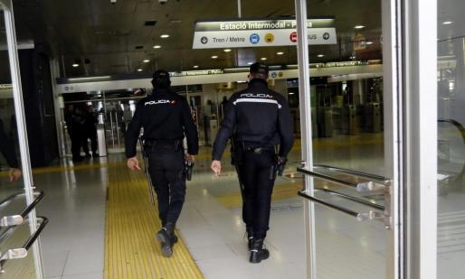 Agentes de la Policía Nacional detuvieron al sospechoso en la estación Intermodal de Palma.