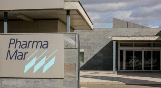 Un fármaco antiviral (la plitidepsna) producido por la empresa española Pharmamar y probado en laboratorios experimentales de Francia y Estados Unidos ha demostrado una disminución del 99 por ciento de las cargas virales de SARS-CoV-2.