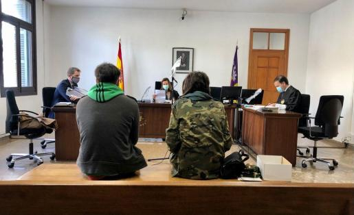 Los dos acusados, en el juicio celebrado esta mañana en Palma.
