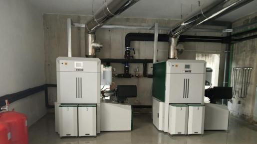 La biomasa se puede usar para alimentar un sistema de climatización, tanto de frío como de calor.
