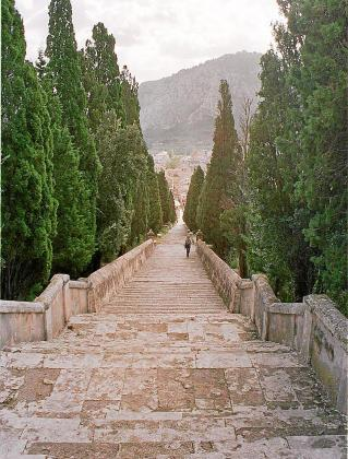 El proyecto prevé rehabilitar los escalones, la plaza y los jardines.