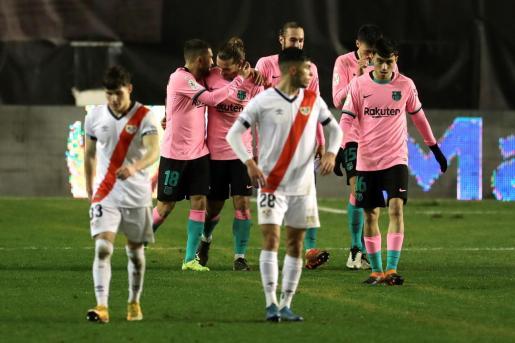 Los jugadores del FC Barcelona celebran el segundo gol del equipo barcelonista.