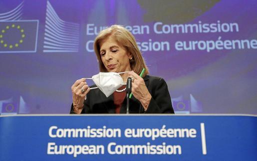 La comisaria de Salud, Stella Kyriakides, lamenta la «falta de claridad» de AstraZeneca, aunque afirma que en la reunión de casi tres horas hubo un «tono constructivo».