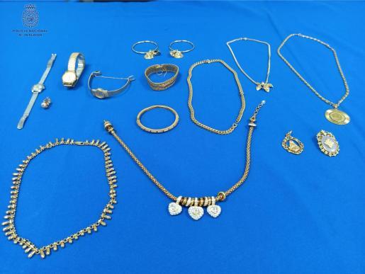 Detalle de las joyas incautadas en la operación.