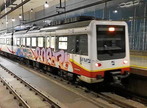 Detenido en Palma por pintar grafitis en un tren en la Estación Intermodal