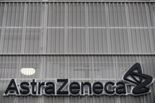 La Comisión Europea ha afirmado este jueves que corresponde «claramente» a AstraZeneca la tarea de encontrar soluciones.