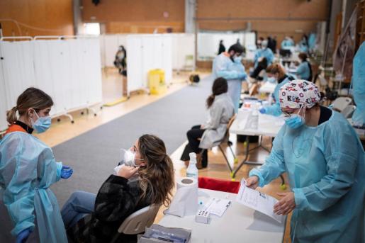 La incidencia media actual de contagios en España en los últimos 14 días se ha reducido ligeramente.