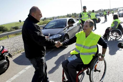 Un grupo de lesionados medulares han participado en pruebas de alcoholemia con el fin de concienciar a los conductores.