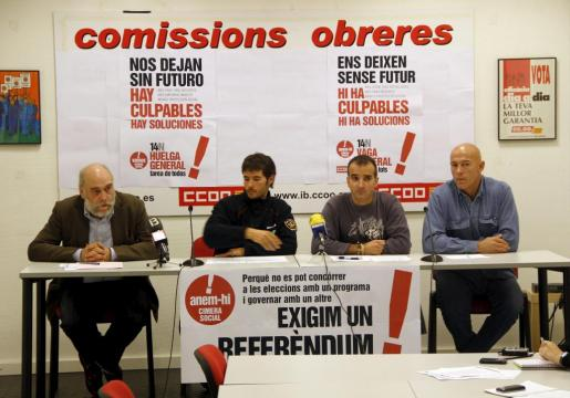 Imagen de la rueda de prensa ofrecida por los sindicatos de los bomberos de Mallorca.