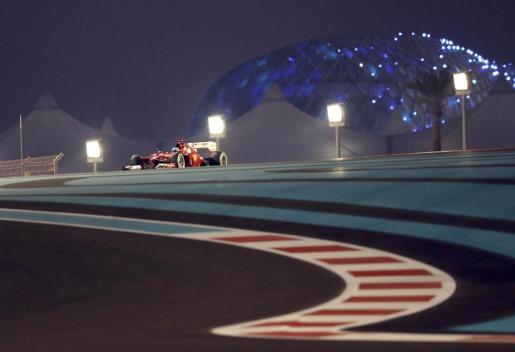 El piloto de Ferrari Fernando Alonso, durante la sesión de clasificación del Gran Premio de Abu Dhabi.