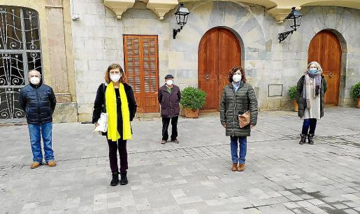 Tòfol Soler, Aina Ferrer, Jaume Reus, Carme Lorente y Alice Weber antes de la lectura.