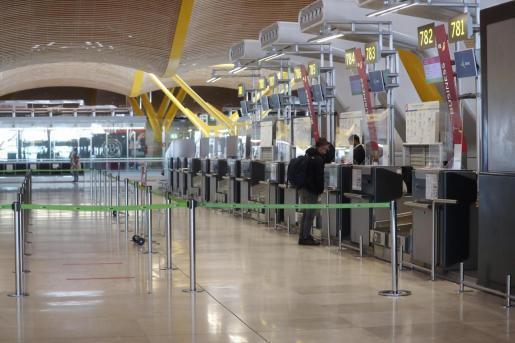 Mostradores de facturación en la T-4 de Barajas.