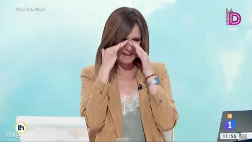 Mónica López sufre en directo un ataque de risa en 'La hora de La 1'