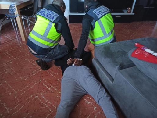 Agentes de la UCRIF durante una de las detenciones.