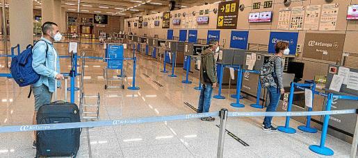 La caída de pasajeros en los aeropuertos de Mallorca y resto de islas superó el 79 % el pasado año respecto a 2019.