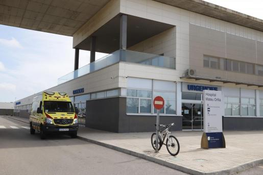 El conductor del autobús resultó herido menos grave y hubo otros dos heridos leves en este vehículo, que fueron trasladados al Hospital Mateu Orfila.