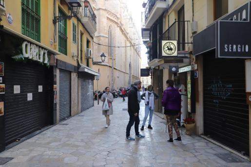 El riesgo de contagios ha descendido en Mallorca, aunque sigue siendo alto. Si se analiza por municipios, Palma continúa en riesgo extremo.