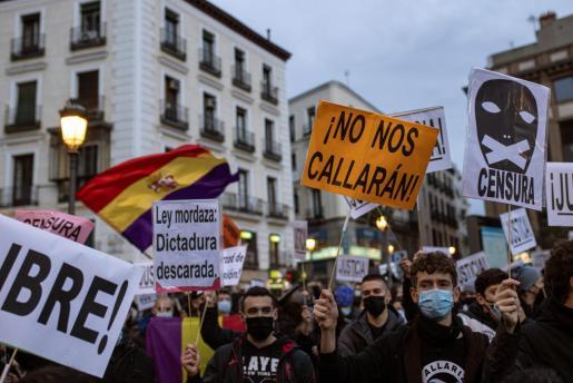 Concentración para protestar por la decisión de la Audiencia Nacional de encarcelar al rapero Pablo Rivadulla Duró, más conocido como Pablo Hásel, el pasado sábado en Madrid.
