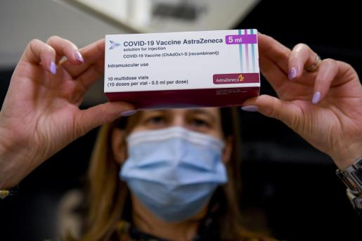 Definidos los nuevos grupos que tendrán prioridad a la hora de recibir la vacuna desarrollada por AstraZeneca.