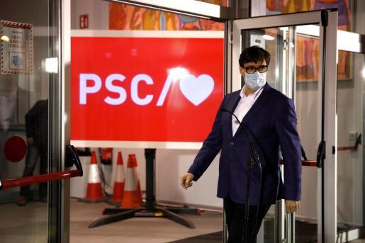 El candidato socialista al gobierno de Cataluña, Salvador Illa, a su llegada a la sede de los Socialistas en Barcelona.