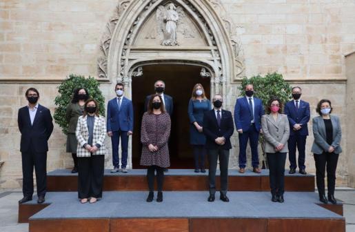 Imagen de grupo del nuevo ejecutivo balear, ya con los últimos cambios entre los responsables de las distintas carteras.