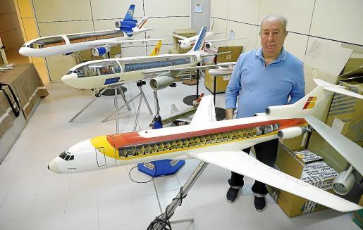 Juan Sánchez, junto a parte de una flota creada con pasión.