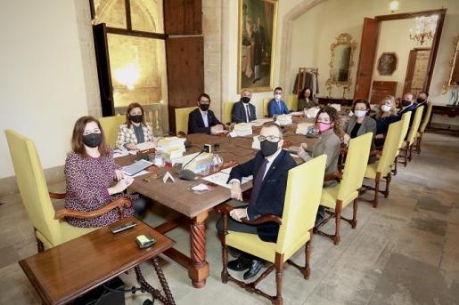 Primera imagen del nuevo Consell de Govern tras la remodelación del ejecutivo.