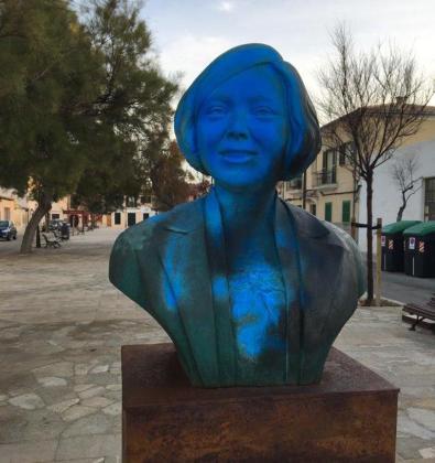 Imagen del busto de Aurora Picornell que ha sufrido el acto vandálico.