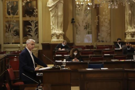 El diputado de El PI Josep Melià durante su intervención.
