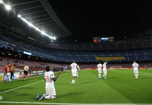 Los jugadores del PSG celebrando uno de los goles ante el Barcelona.