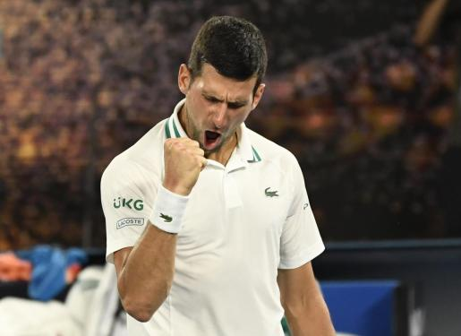 Novak Djokovic celebra su triunfo sobre el ruso Aslan Karatsev.