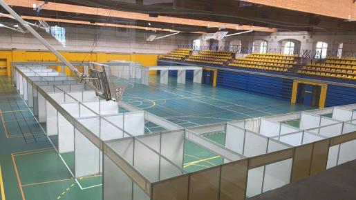 Imagen de los boxes en el polideportivo Germans Escales.