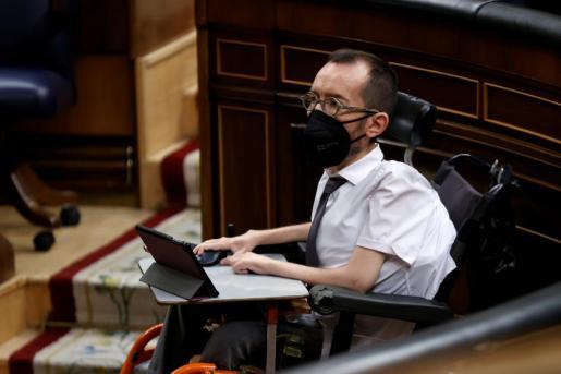El portavoz de Unidas Podemos, Pablo Echenique, durante el pleno del Congreso.