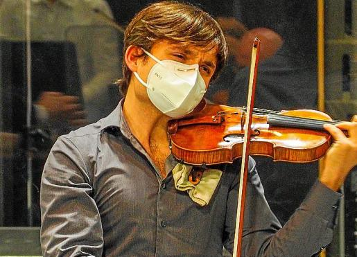 Francisco Fullana en plena actuación sin público con la Simfònica.