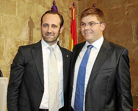 El president José Ramón Bauzá, con el recién nombrado conseller de Salut, Martí Sansaloni.