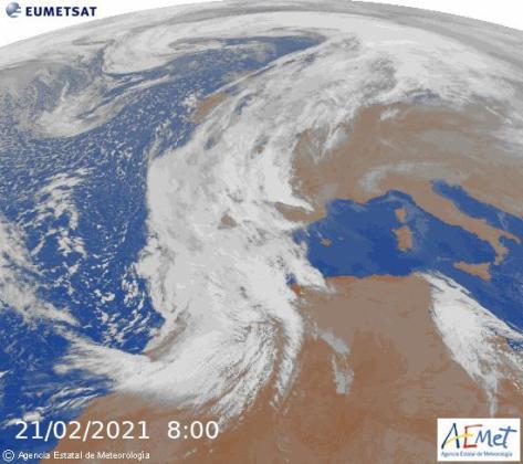 Mañana #domingo fuerte entrada de polvo africano sobre Baleares, la mayor parte en capas altas de la atmósfera. Especialmente el #lunes caería en forma de barro. La pluma de polvo alcanzará Escandinavia el lunes por la noche. Glosario AEMET: https://t.co/Z70G9w4Ujy https://t.co/HZK1cgQ5x7