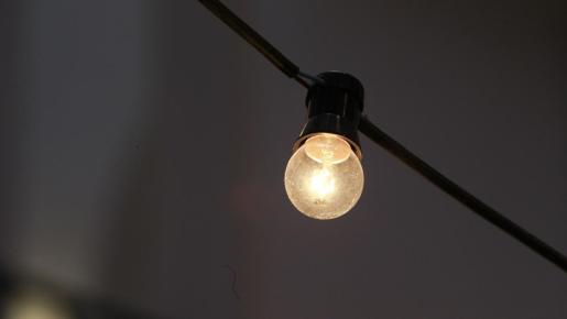 La luz baja cerca de un 30% en lo que va de febrero.