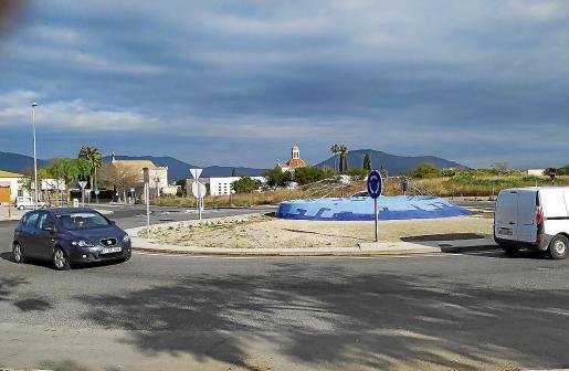 Vertidos desagradables. Desde hace años, la rotonda hacia la carretera de Pollença sufre desagradables vertidos de aguas residuales procedentes de las urbanizaciones cuando llueve con intensidad. Abaqua planea ahora reconducir la conexión por el recorrido de la ronda hasta la depuradora.