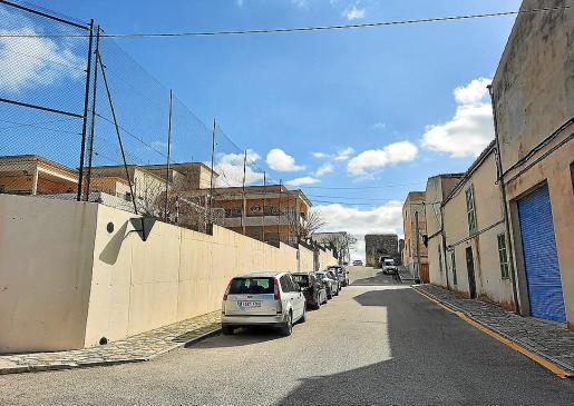La calle de al lado del colegio, que actualmente no tiene nombre, se dedicará a Jerònia Juan.