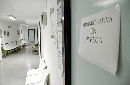 El centro de salud del Camp Redó vacío en la huelga general del 29-M.