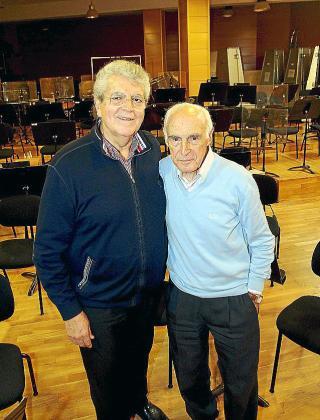 Joan Pons y Rafael Nadal posaron ayer al finalizar el ensayo en la sede de la Simfònica.