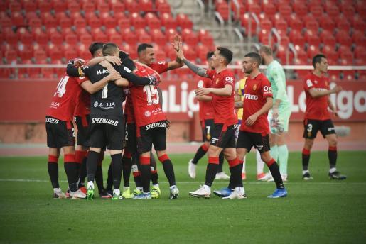 Los jugadores del Mallorca festejan su triunfo sobre el Almería.