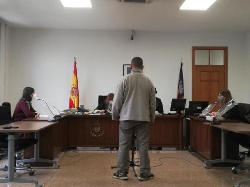 El acusado, este lunes, en una sala de lo Penal de Vía Alemania de Palma.