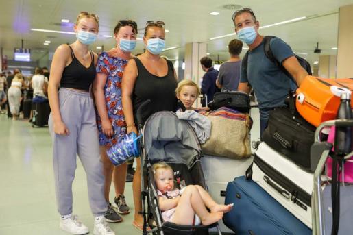 Los turistas británicos podrán volver a viajar al extranjero, si no hay complicaciones, a partir del 17 de mayo.