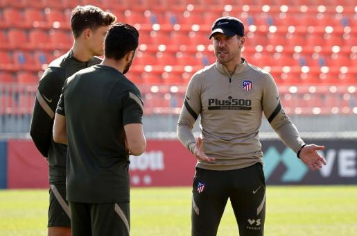 El entrenador del Atlético de Madrid, Diego Pablo Simeone , durante una sesión de entrenamiento.