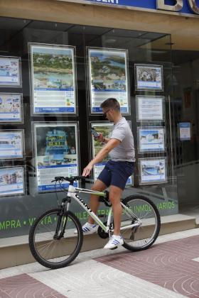 Cort pide al Gobierno medidas urgentes y valientes para regular el precio del alquiler de vivienda.
