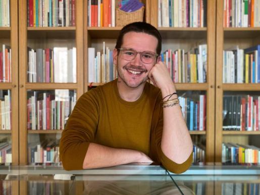 El escritor Sebastià Portell, en Barcelona, donde reside desde hace diez años.