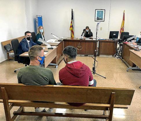 Los dos acusados, en el juicio celebrado el pasado noviembre.