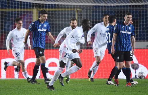 Ferland Mendy celebra su gol ante el Atalanta.