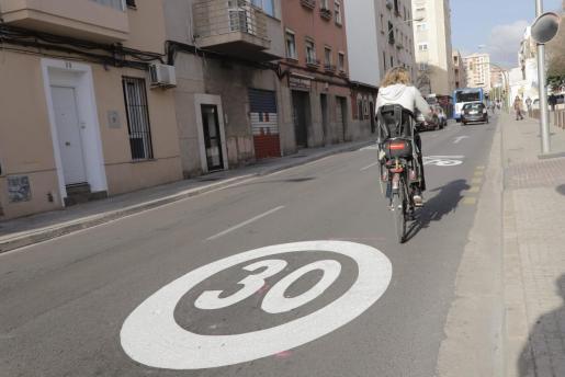 Algunos vecinos y profesionales han cuestionado la reducción de la velocidad.